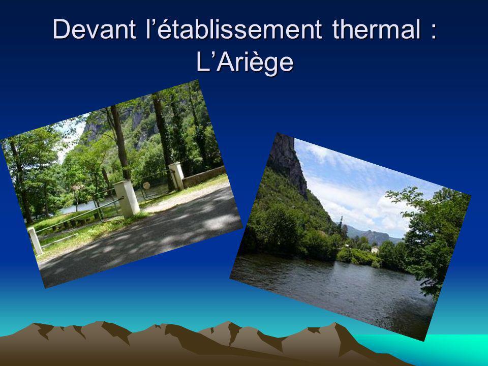 Devant l'établissement thermal : L'Ariège
