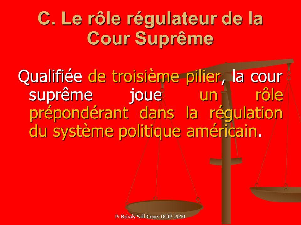 C. Le rôle régulateur de la Cour Suprême