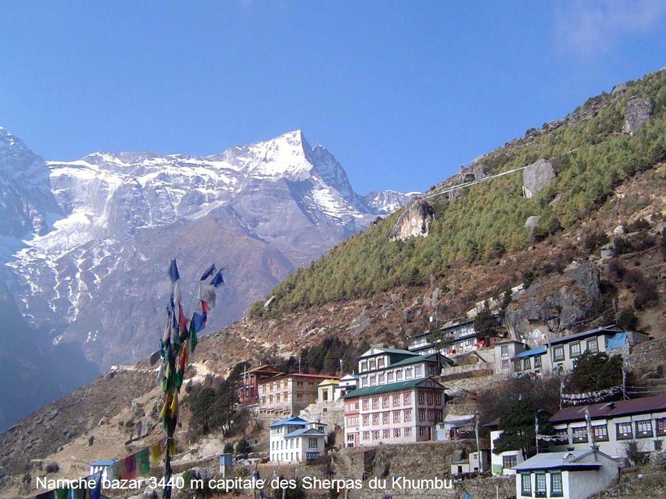 Namche bazar 3440 m capitale des Sherpas du Khumbu