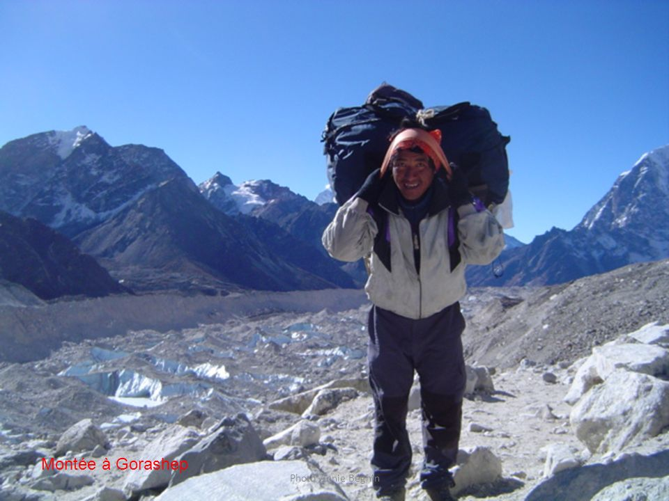 Jour 13. Un porteur allant au refuge de Gorashep 5200 m