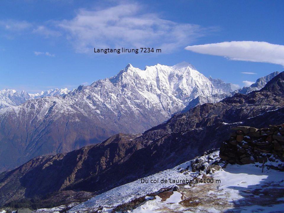 Langtang lirung 7234 m Du col de Laurebina 4100 m