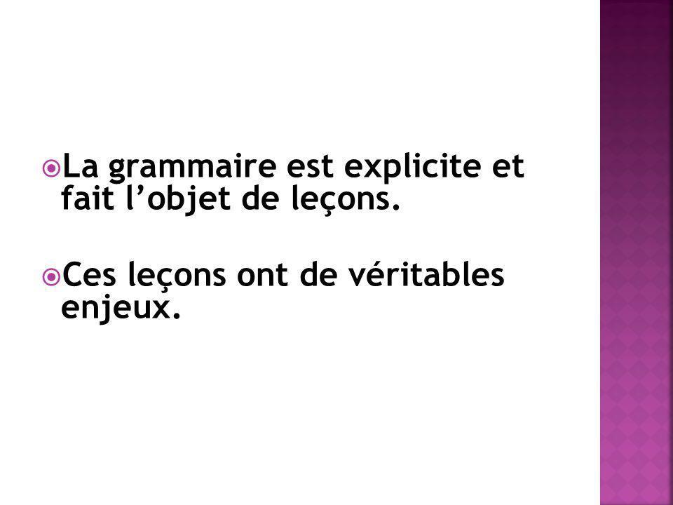La grammaire est explicite et fait l'objet de leçons.