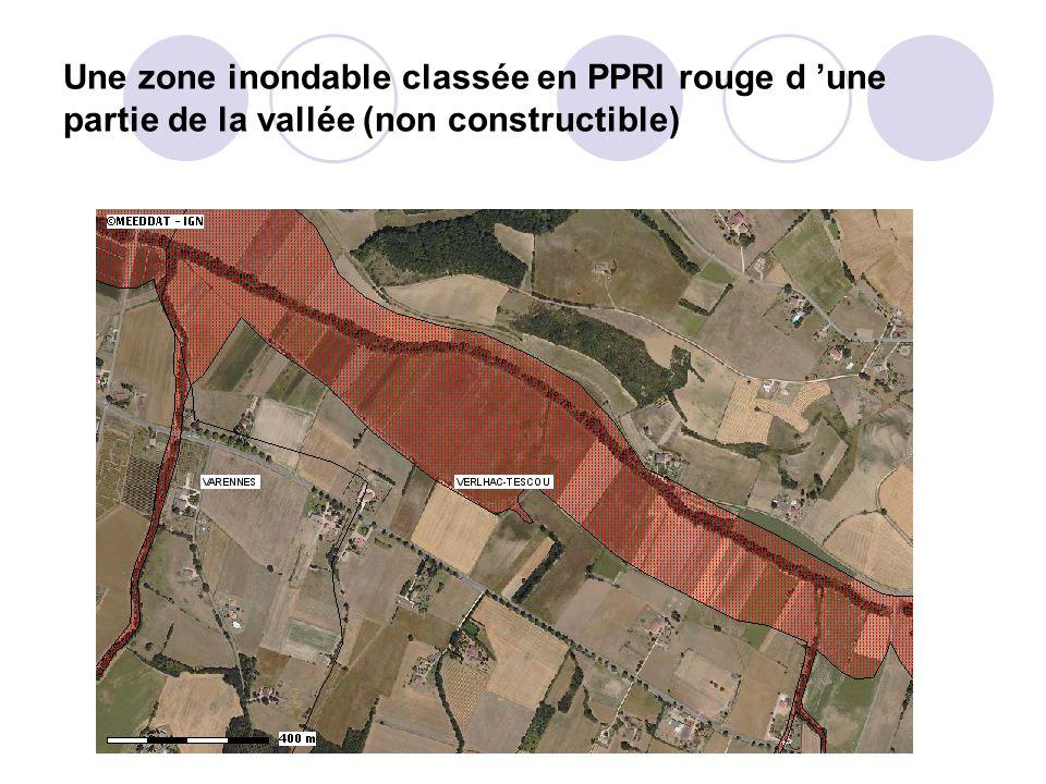 Une zone inondable classée en PPRI rouge d 'une partie de la vallée (non constructible)