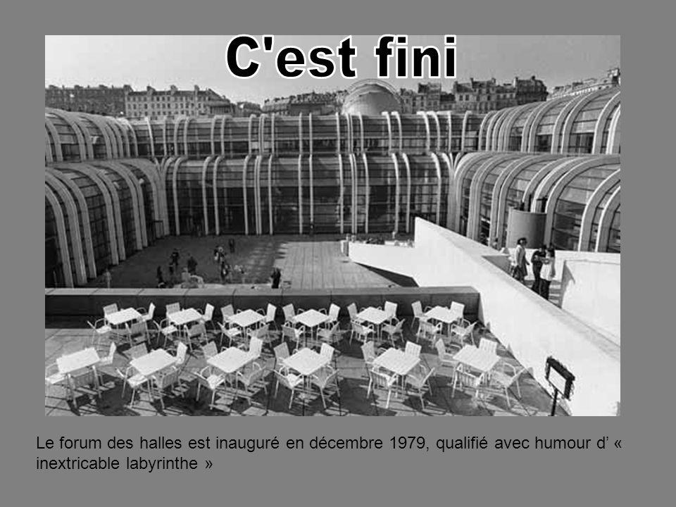 C est fini Le forum des halles est inauguré en décembre 1979, qualifié avec humour d' « inextricable labyrinthe »