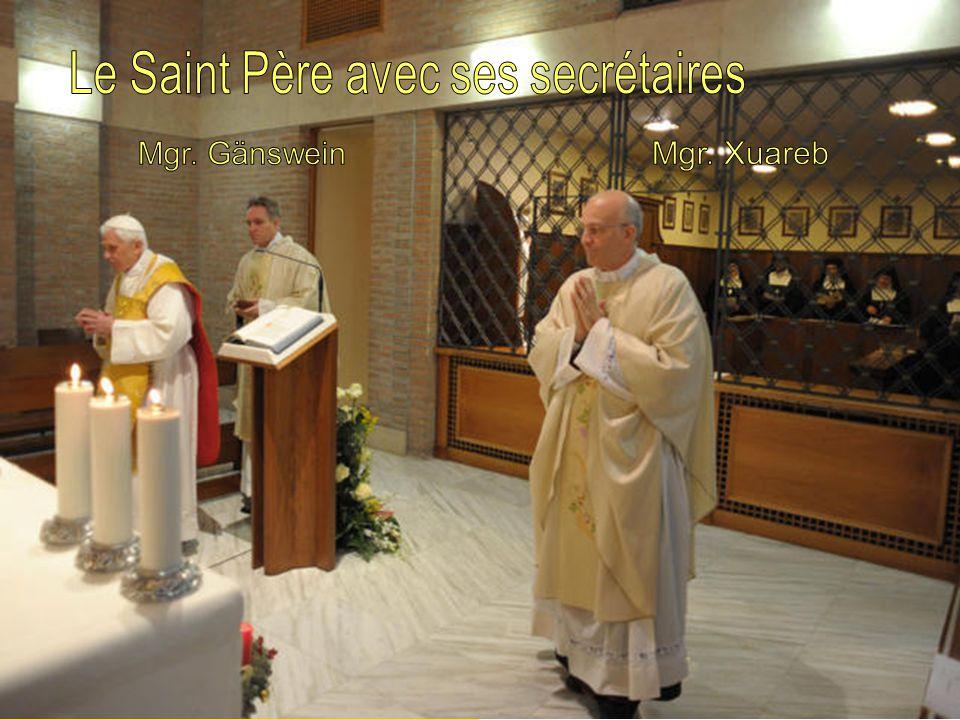 Le Saint Père avec ses secrétaires