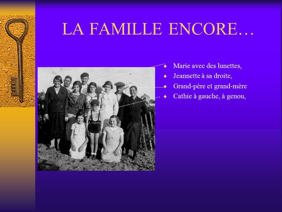 LA FAMILLE ENCORE… Marie avec des lunettes, Jeannette à sa droite,