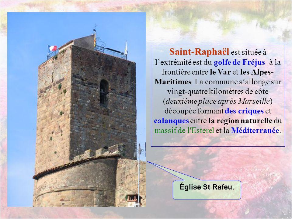 Saint-Raphaël est située à l'extrémité est du golfe de Fréjus à la frontière entre le Var et les Alpes-Maritimes. La commune s'allonge sur vingt-quatre kilomètres de côte (deuxième place après Marseille) découpée formant des criques et calanques entre la région naturelle du massif de l Esterel et la Méditerranée.