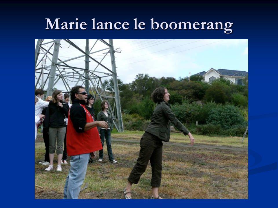Marie lance le boomerang