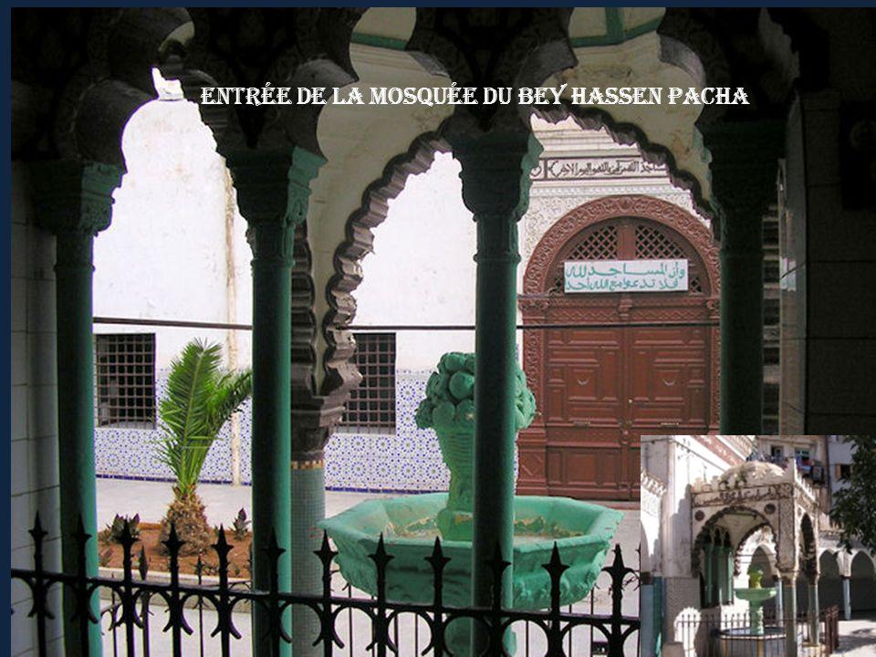 Entrée de la Mosquée du Bey Hassen Pacha