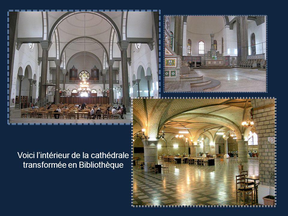 Voici l'intérieur de la cathédrale transformée en Bibliothèque