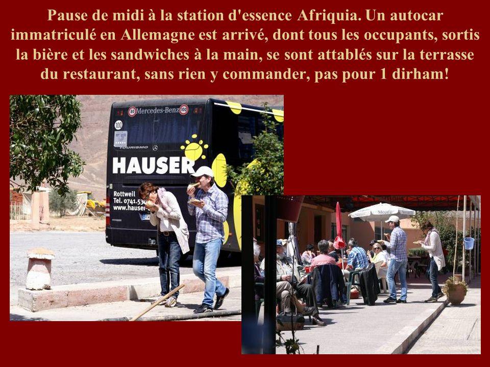 Pause de midi à la station d essence Afriquia