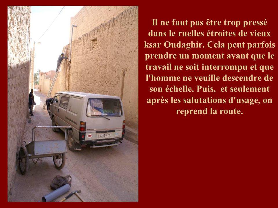 Il ne faut pas être trop pressé dans le ruelles étroites de vieux ksar Oudaghir.