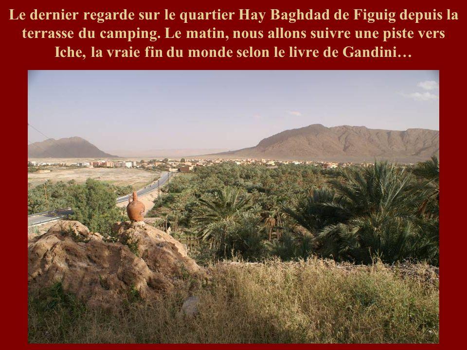 Le dernier regarde sur le quartier Hay Baghdad de Figuig depuis la terrasse du camping.