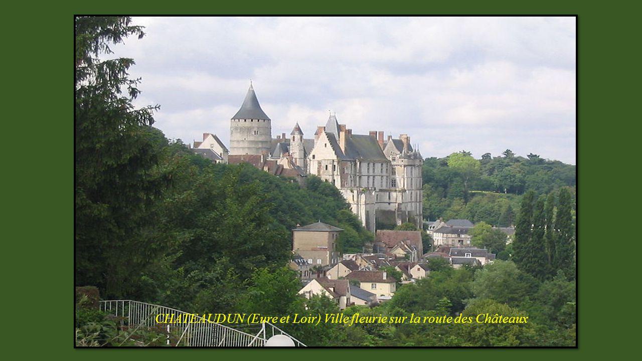 CHATEAUDUN (Eure et Loir) Ville fleurie sur la route des Châteaux