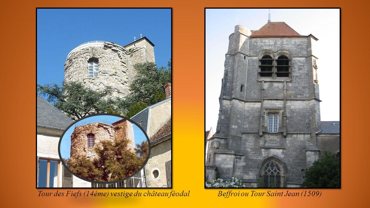 Tour des Fiefs (14éme) vestige du château féodal Beffroi ou Tour Saint Jean (1509)