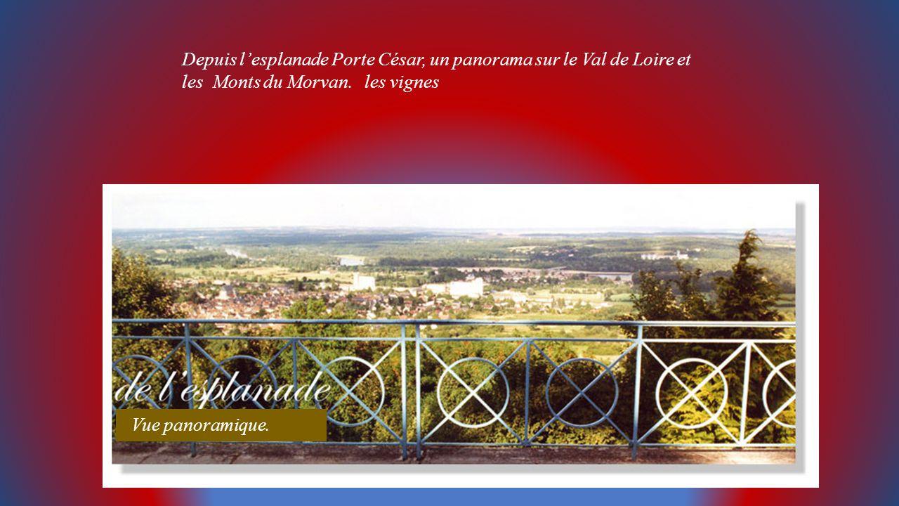 Depuis l'esplanade Porte César, un panorama sur le Val de Loire et les Monts du Morvan. les vignes