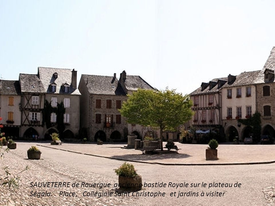 SAUVETERRE de Rouergue ancienne bastide Royale sur le plateau de Ségala.