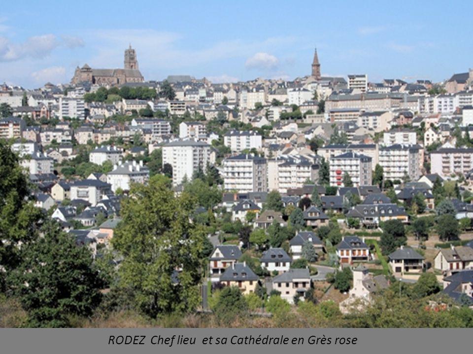 RODEZ Chef lieu et sa Cathédrale en Grès rose