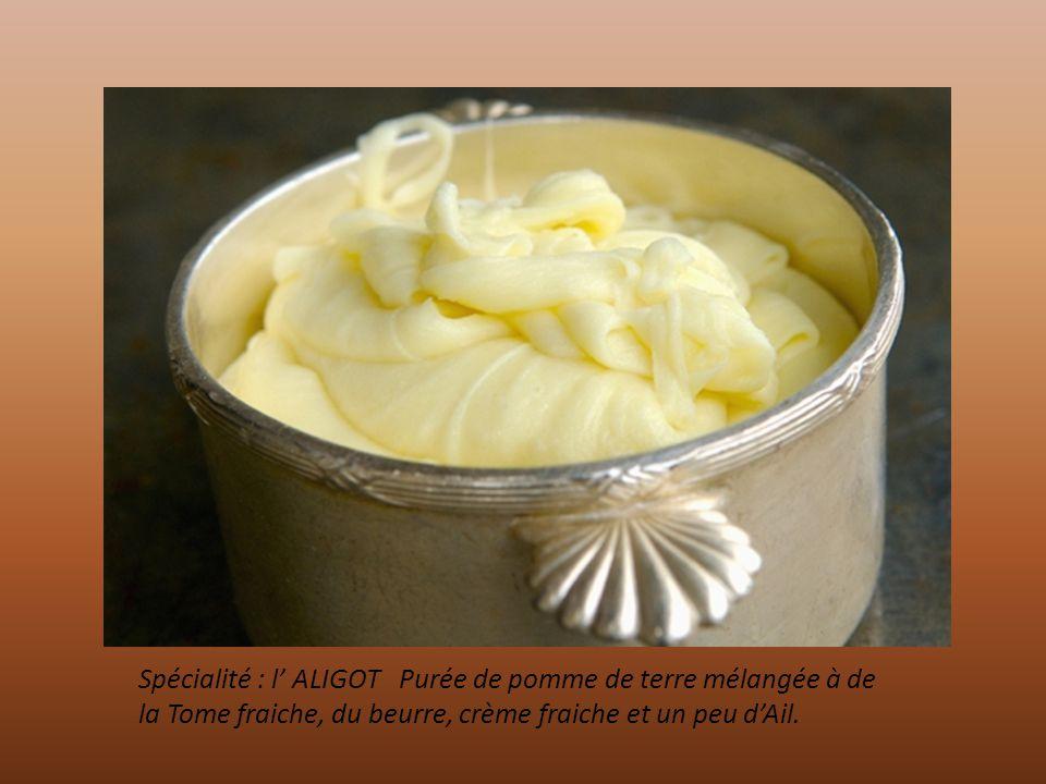 Spécialité : l' ALIGOT Purée de pomme de terre mélangée à de la Tome fraiche, du beurre, crème fraiche et un peu d'Ail.