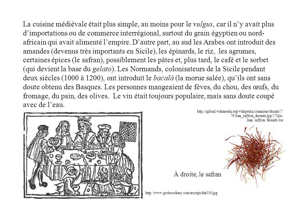 La cuisine médiévale était plus simple, au moins pour le vulgus, car il n'y avait plus d'importations ou de commerce interrégional, surtout du grain égyptien ou nord-africain qui avait alimenté l'empire. D'autre part, au sud les Arabes ont introduit des amandes (devenus très importants en Sicile), les épinards, le riz, les agrumes, certaines épices (le safran), possiblement les pâtes et, plus tard, le café et le sorbet (qui devient la base du gelato). Les Normands, colonisateurs de la Sicile pendant deux siècles (1000 à 1200), ont introduit le bacalà (la morue salée), qu'ils ont sans doute obtenu des Basques. Les personnes mangeaient de fèves, du chou, des œufs, du fromage, du pain, des olives. Le vin était toujours populaire, mais sans doute coupé avec de l'eau.