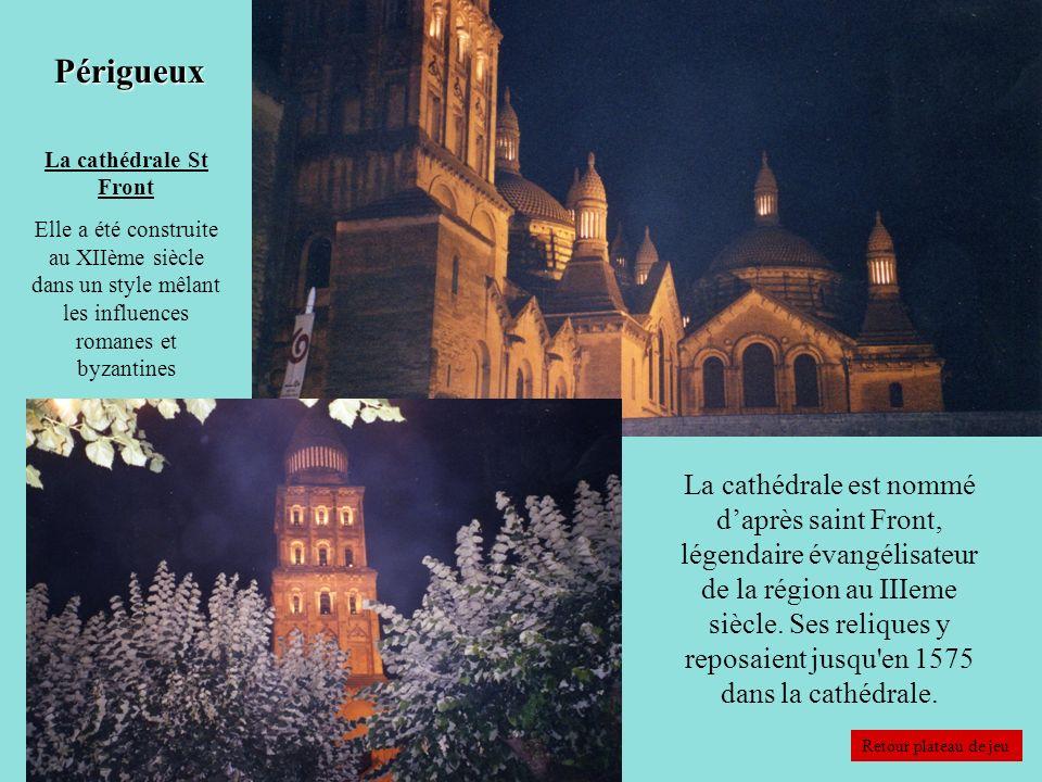 Périgueux La cathédrale St Front. Elle a été construite au XIIème siècle dans un style mêlant les influences romanes et byzantines.