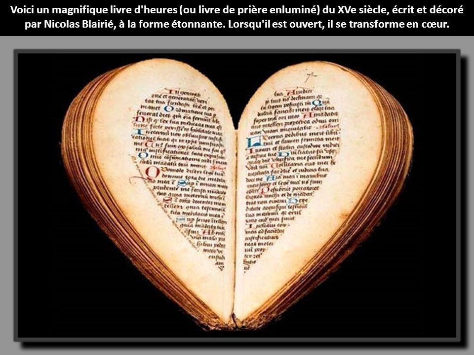 Voici un magnifique livre d heures (ou livre de prière enluminé) du XVe siècle, écrit et décoré par Nicolas Blairié, à la forme étonnante.