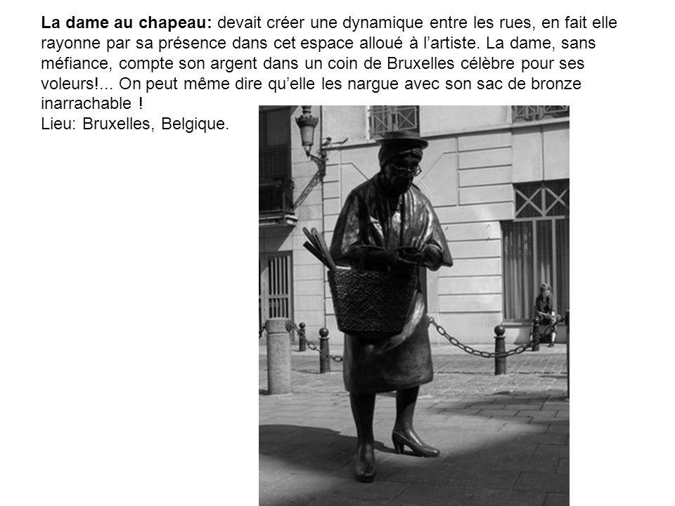 La dame au chapeau: devait créer une dynamique entre les rues, en fait elle rayonne par sa présence dans cet espace alloué à l'artiste.
