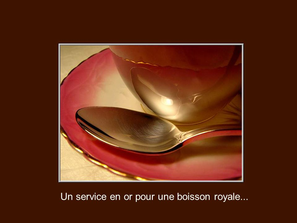 Un service en or pour une boisson royale...