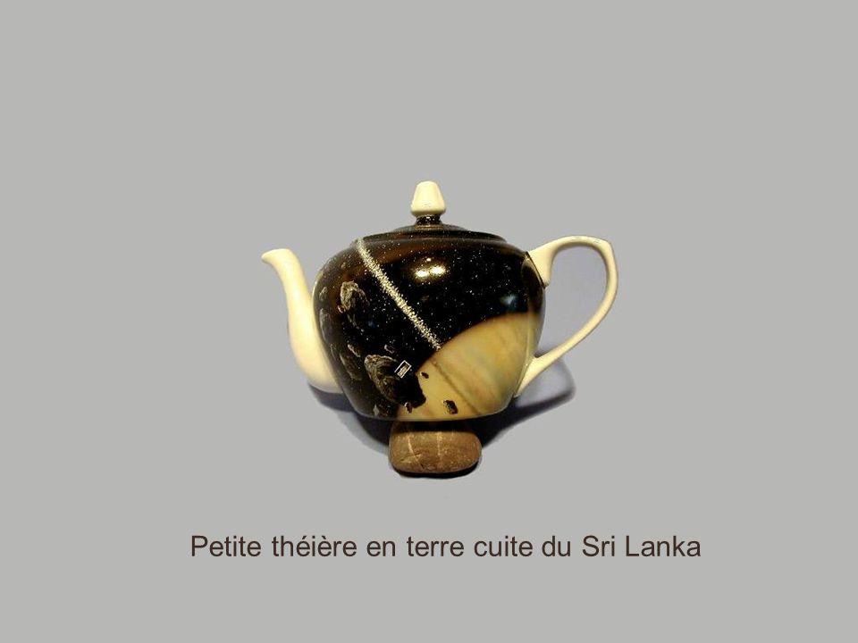 Petite théière en terre cuite du Sri Lanka