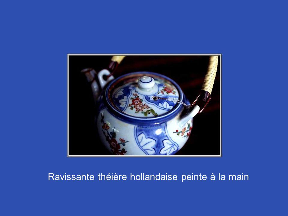 Ravissante théière hollandaise peinte à la main