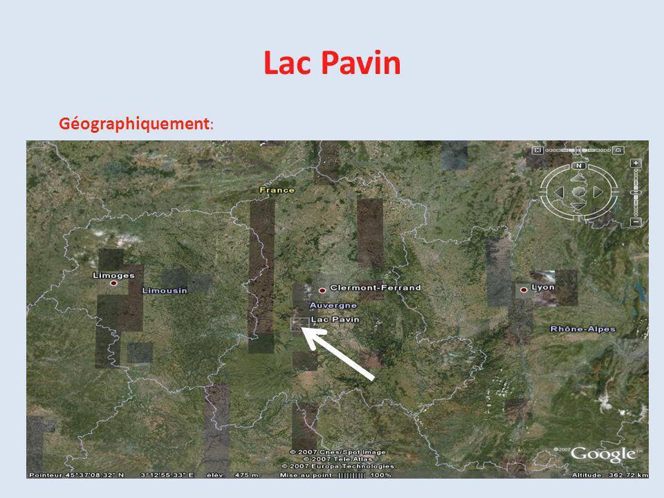 Lac Pavin Géographiquement: