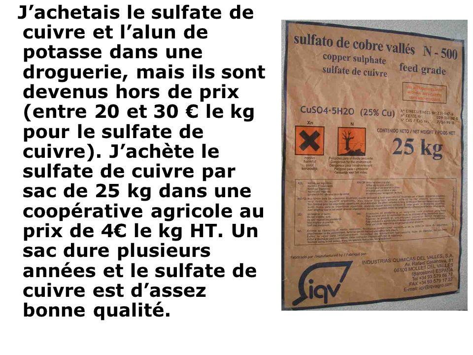 J'achetais le sulfate de cuivre et l'alun de potasse dans une droguerie, mais ils sont devenus hors de prix (entre 20 et 30 € le kg pour le sulfate de cuivre).