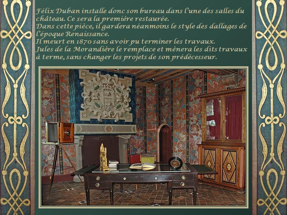Félix Duban installe donc son bureau dans l'une des salles du château