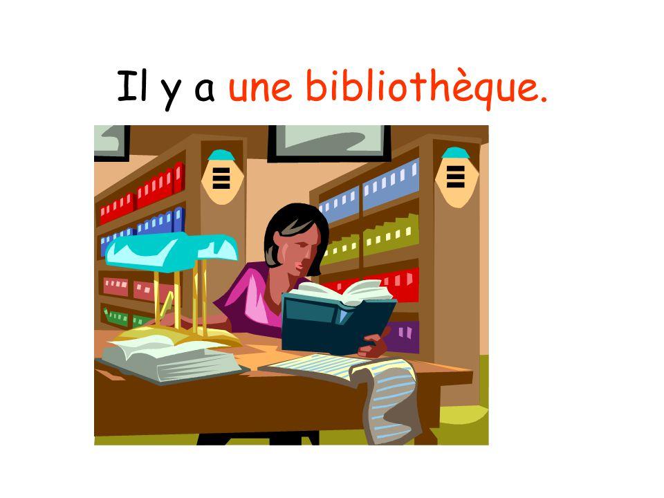 Il y a une bibliothèque.
