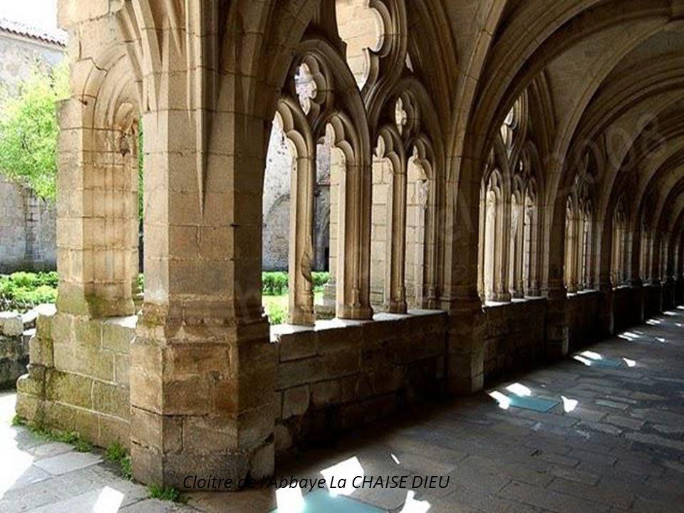 Cloitre de l'Abbaye La CHAISE DIEU