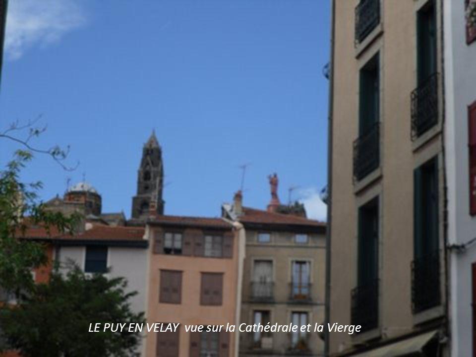 LE PUY EN VELAY vue sur la Cathédrale et la Vierge