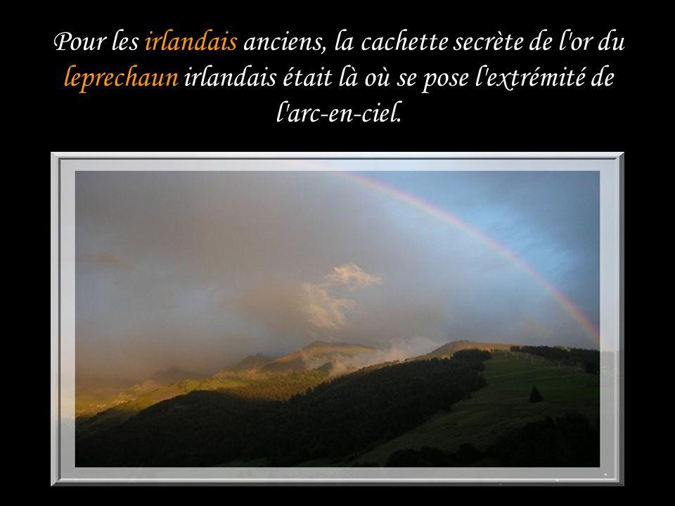 Pour les irlandais anciens, la cachette secrète de l or du leprechaun irlandais était là où se pose l extrémité de l arc-en-ciel.