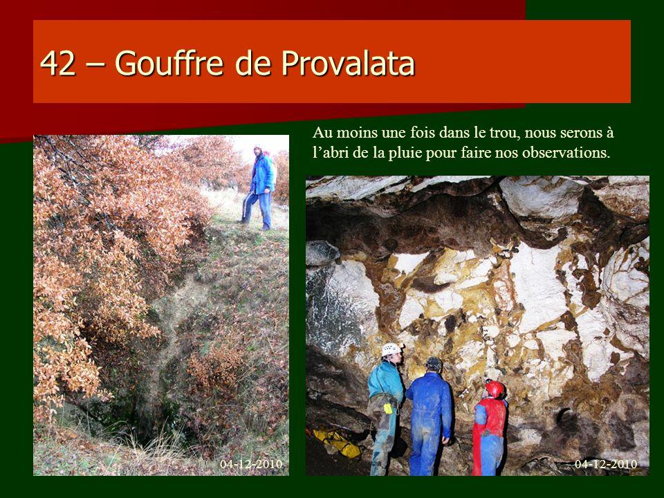 42 – Gouffre de Provalata Au moins une fois dans le trou, nous serons à l'abri de la pluie pour faire nos observations.