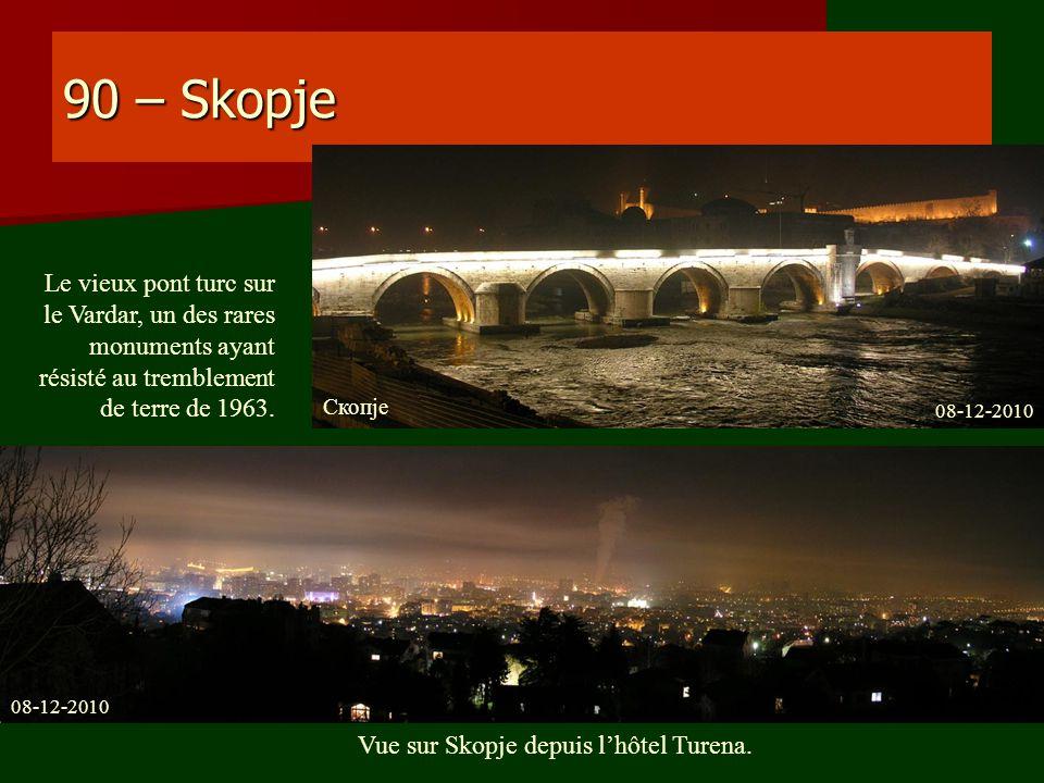 Vue sur Skopje depuis l'hôtel Turena.