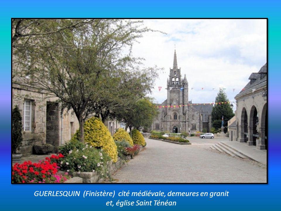 GUERLESQUIN (Finistère) cité médiévale, demeures en granit