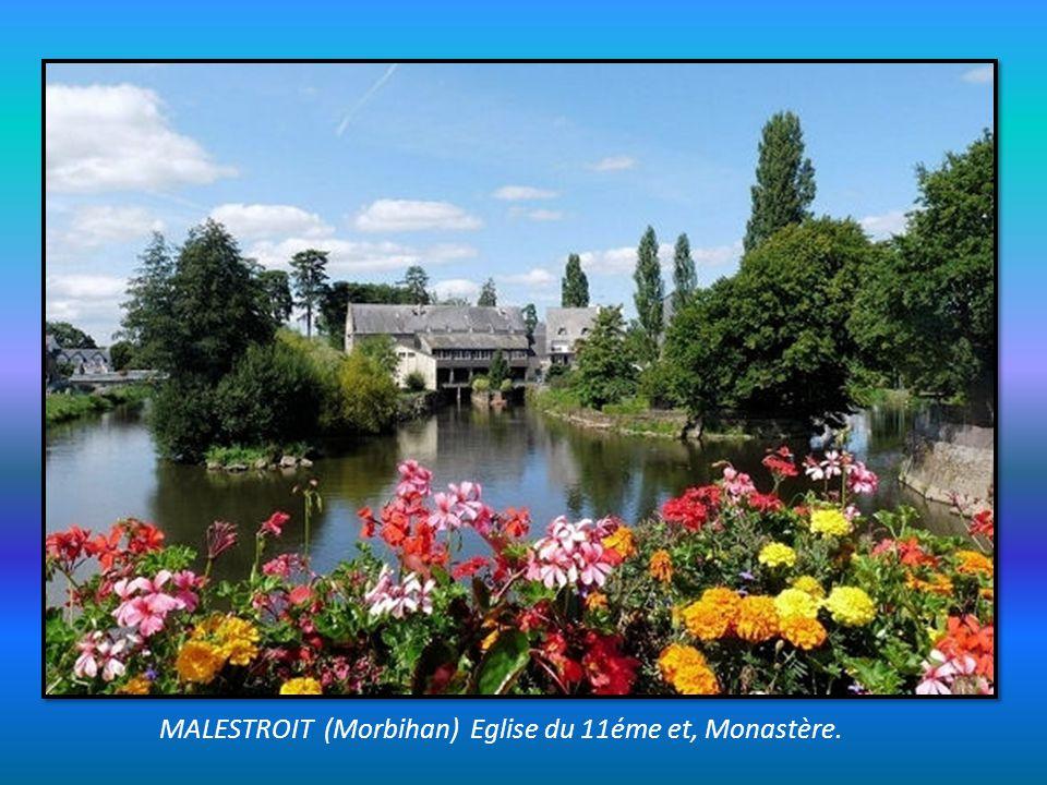 MALESTROIT (Morbihan) Eglise du 11éme et, Monastère.