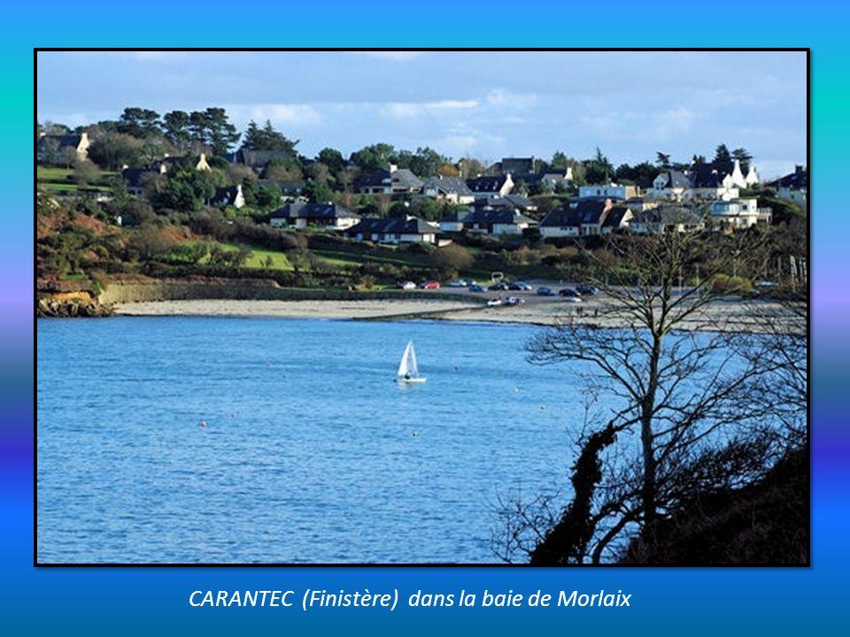 CARANTEC (Finistère) dans la baie de Morlaix