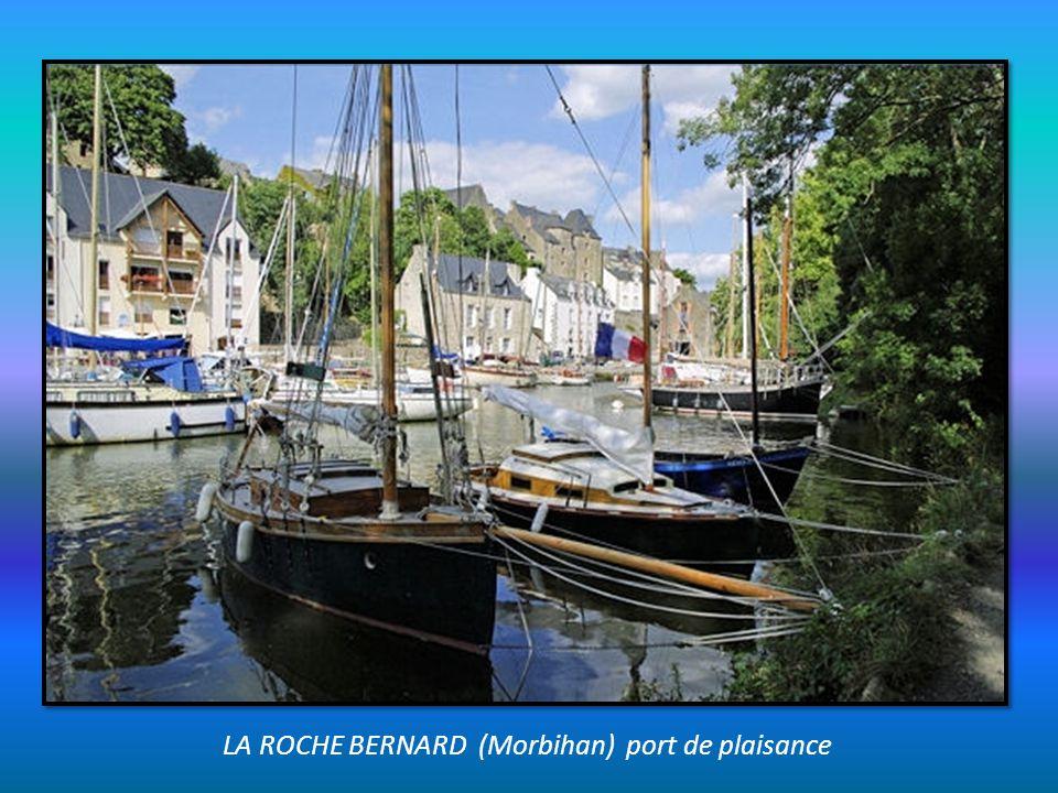 LA ROCHE BERNARD (Morbihan) port de plaisance
