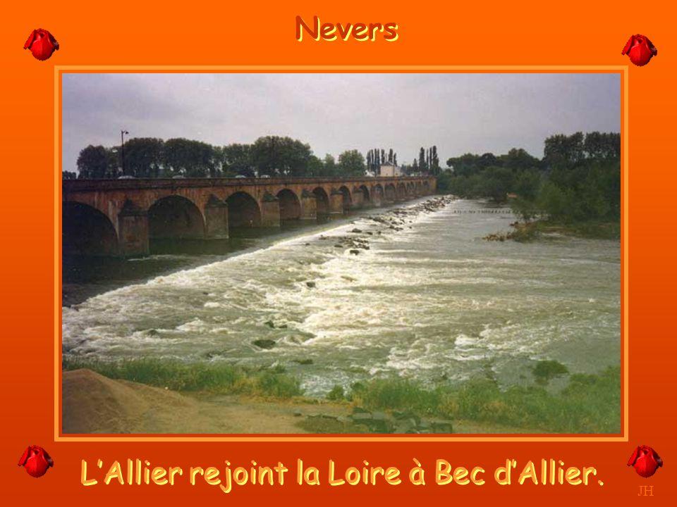 L'Allier rejoint la Loire à Bec d'Allier.