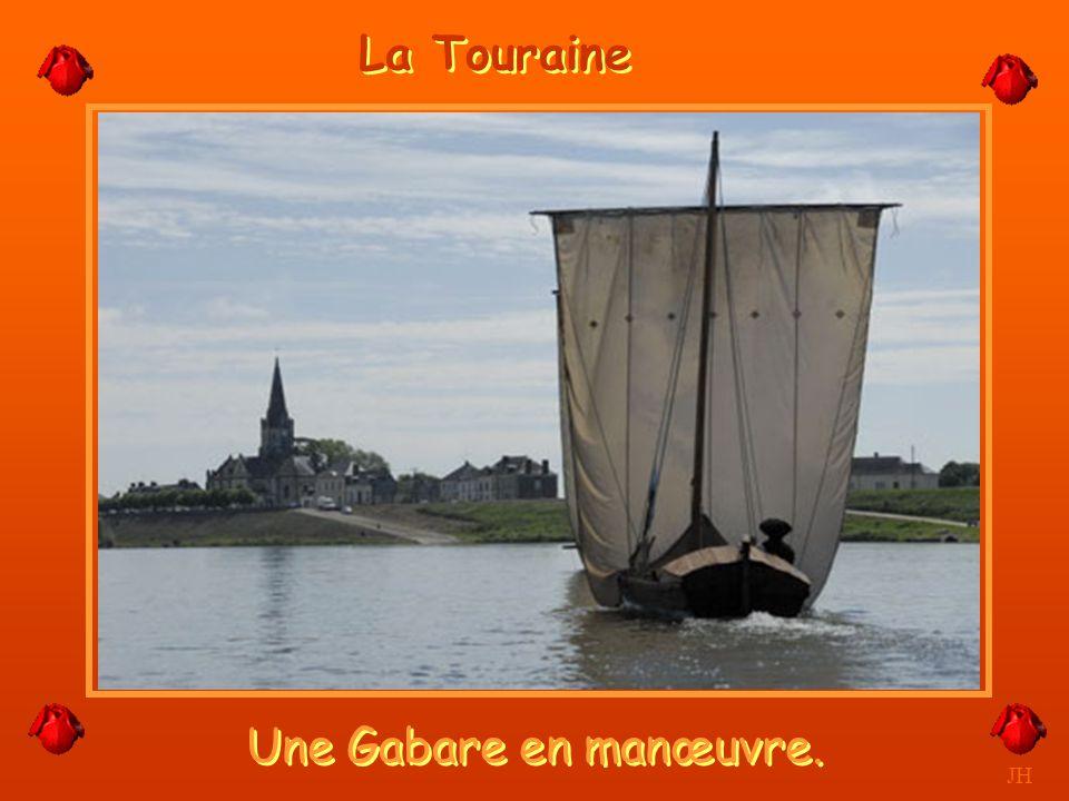 La Touraine Une Gabare en manœuvre. JH