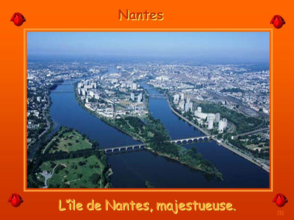L'île de Nantes, majestueuse.