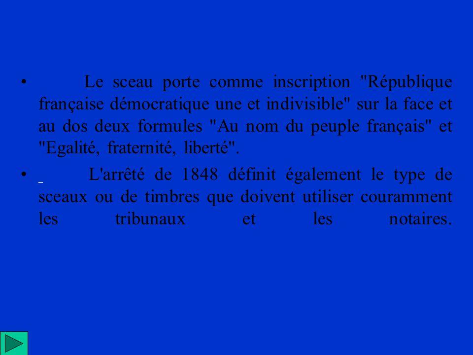 Le sceau porte comme inscription République française démocratique une et indivisible sur la face et au dos deux formules Au nom du peuple français et Egalité, fraternité, liberté .