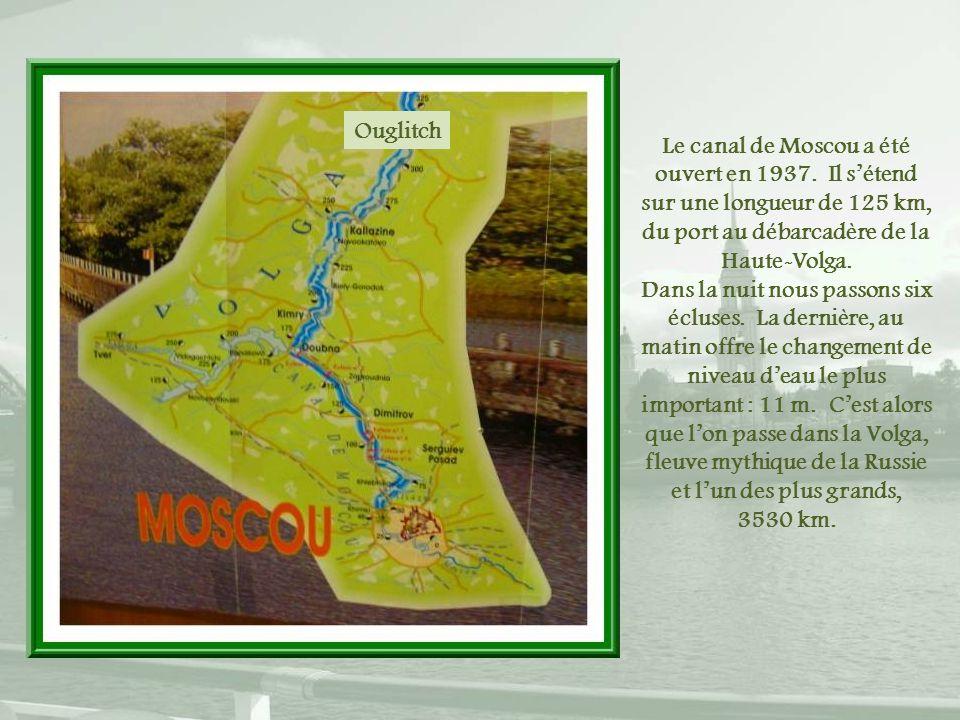 Ouglitch Le canal de Moscou a été ouvert en 1937. Il s'étend sur une longueur de 125 km, du port au débarcadère de la Haute-Volga.