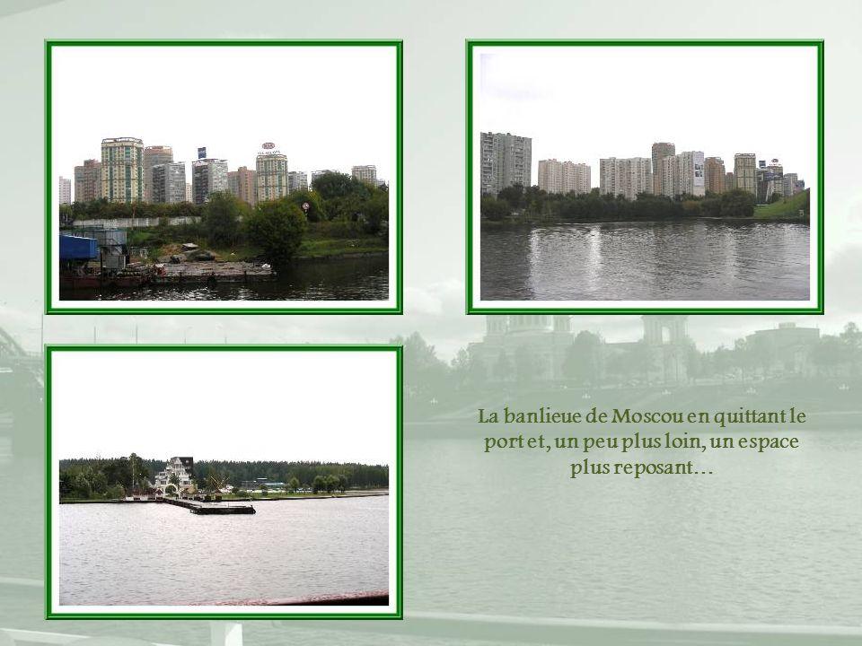 La banlieue de Moscou en quittant le port et, un peu plus loin, un espace plus reposant…