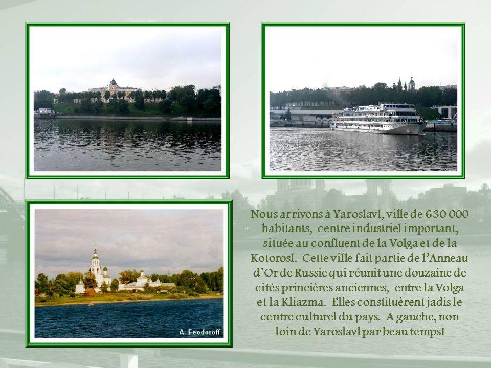 Nous arrivons à Yaroslavl, ville de 630 000 habitants, centre industriel important, située au confluent de la Volga et de la Kotorosl.
